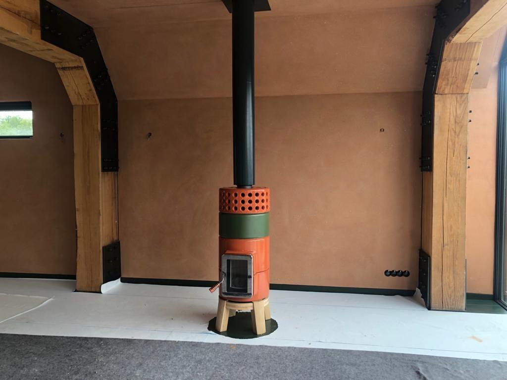 Round Stack houtkachel oranje groen met zwarte Poll design rookgasafvoer 2