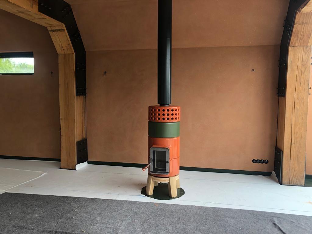 Round Stack houtkachel oranje groen met zwarte Poll design rookgasafvoer 3
