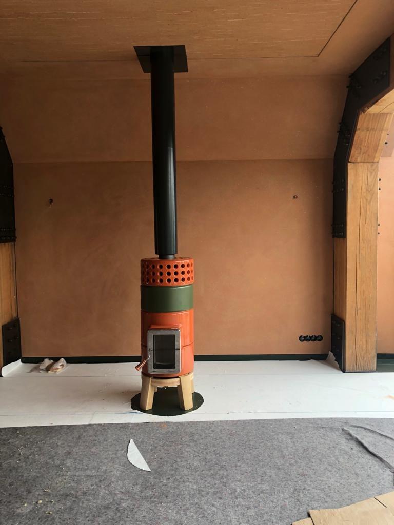 Round Stack houtkachel oranje groen met zwarte Poll design rookgasafvoer 6